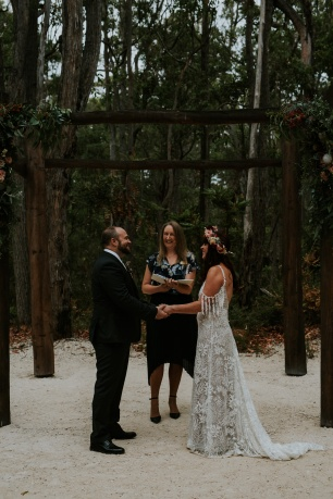 Amy and Ian Wedding at Eight Willow Retreat - photo by Rae Marie Photography
